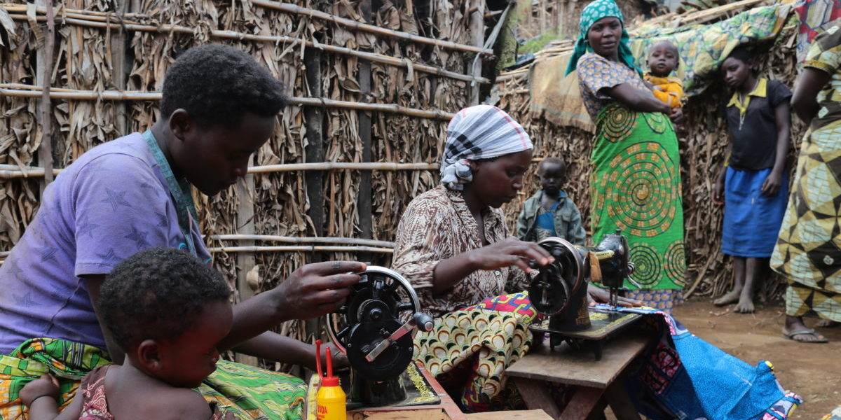 In North Kivu, JRS runs vocational training in jobs such as carpentry, basketwork, sewing or soap manufacturing, promote the socioeconomic empowerment of the IDPs.