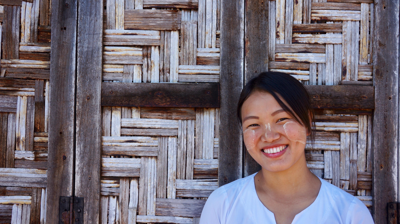 Roi San se graduó de un curso de formación de profesores con el apoyo del JRS. Ahora enseña en una escuela católica en la ciudad de Myitkyina, en el estado Kachín de Myanmar.